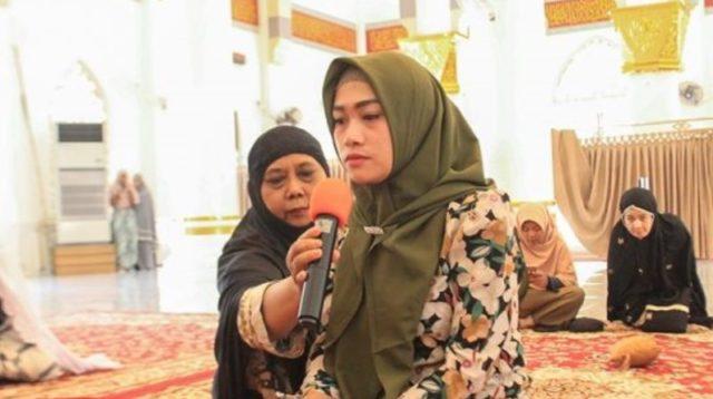 Gadis Cantik Asal Sumut Masuk Islam di Masjid Keuchik Leumiek