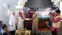 Kepala MAN 4 Aceh Besar Serahkan Donasi Untuk Palestina