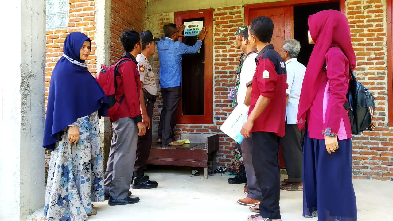 69 Rumah Penerima Bantuan PKH Dipasang Stiker Keluarga Tidak Mampu