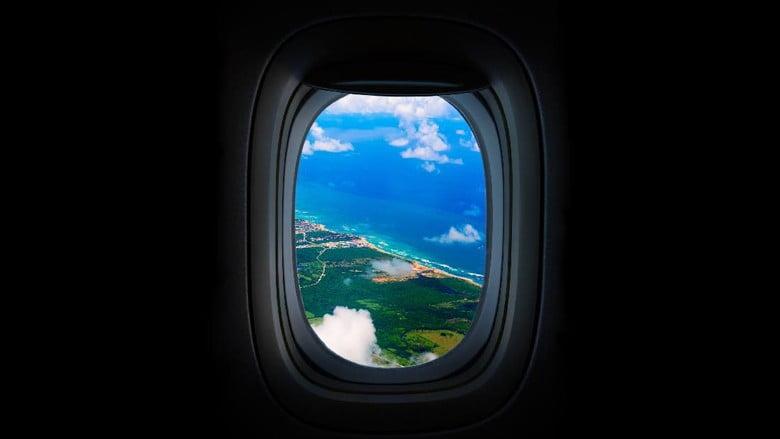 Pesawat Take off atau Landing, Kenapa Lampu Kabin Diredupkan?