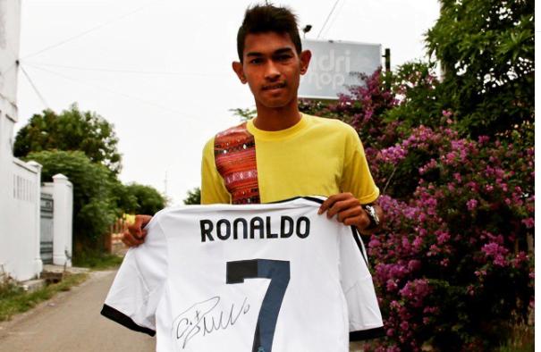 Jersey Cristiano Ronaldo yang Dilelang Martunis Terjual Rp. 180 juta, Ini Pemenangnya