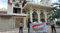 Personil KBR Gegana Sat Brimob Polda Aceh Lakukan Desinfektan Di Mesjid Limpok