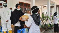 Percepat Penanggulangan Covid 19, Dinkes Aceh Besar Distribusi APD dan Alat Penyemprotan Desinfektan ke Puskesmas