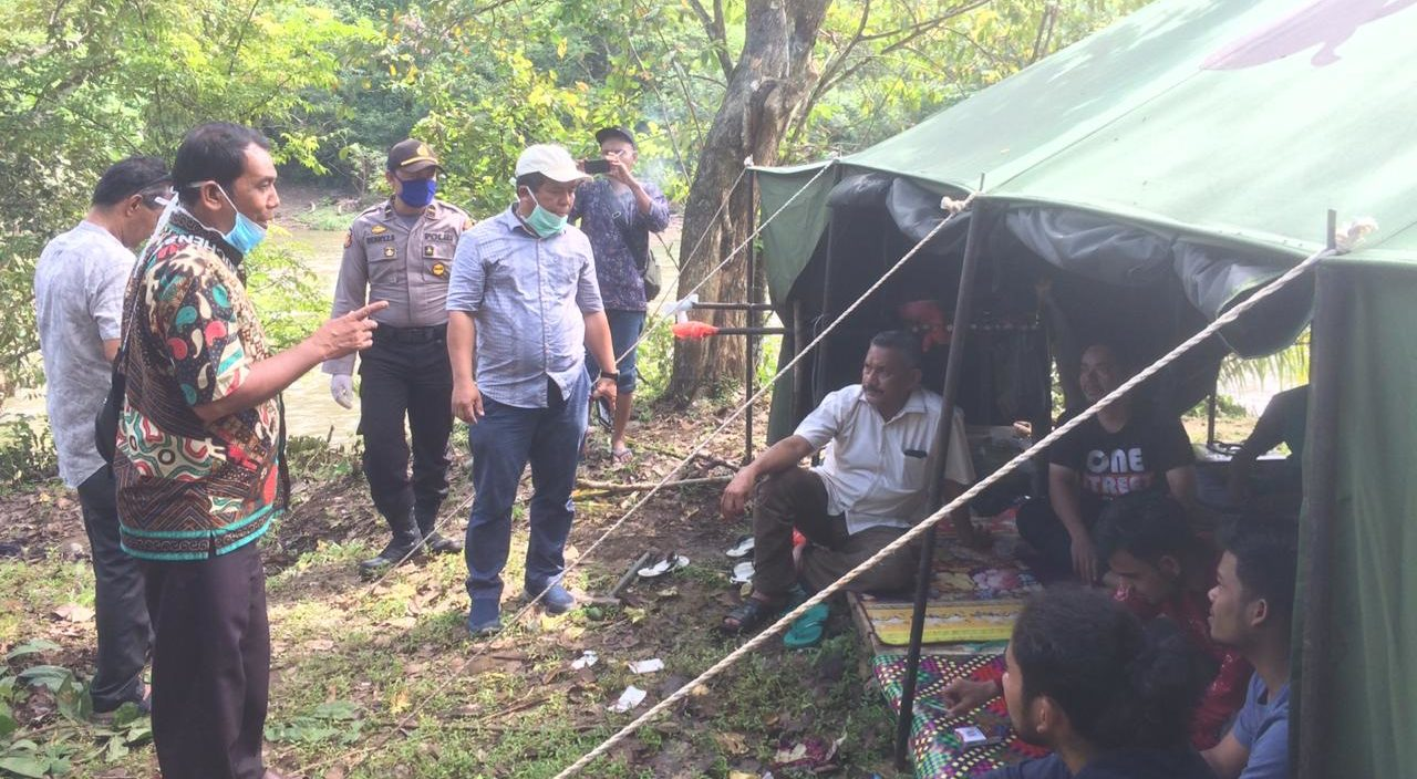 H. Mustafa Kunjungi Lokasi Karantina 8 Pemuda di Bukit Jalin