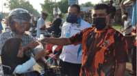 KNPI dan Ormas PP Aceh Timur Bagi Takjil Berbuka Kepada Pengguna Jalan 4