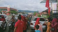 Berbagi Di Bulan Ramadhan, DPAC PDI Perjuangan Susoh Bagi Takjil