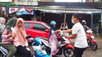 Guna Menghadapi Covid-19 Jelang Idul Fitri, Rakan Rafli Kande Bagikan 2000 Masker Gratis