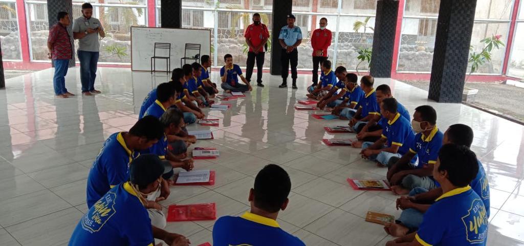Ketua DPD FOKAN Aceh memberikan materi pada narapidana yang sedang menjalani program rehabilitasi narkoba